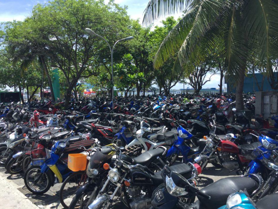 Le scooter: moyen de locomotion privilégié à Malé