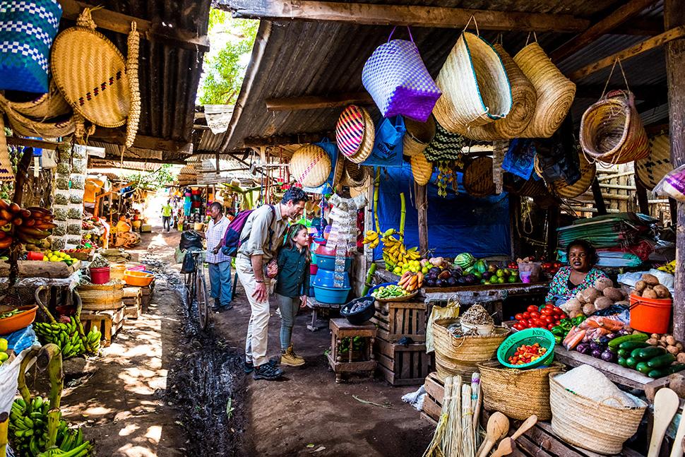 Explorez le marché coloré d'Arusha