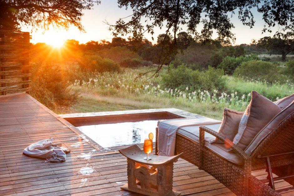 Privater Außenbereich einer Suite der Dulini River Lodge