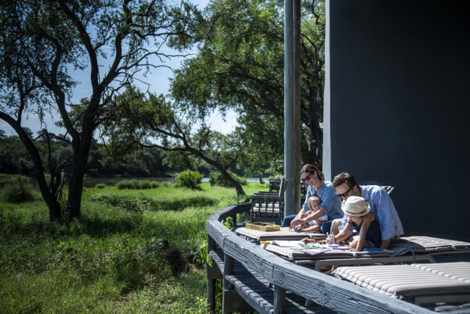 Familie mit Kindern in der Simbavati River Lodge, eine Familienlodge im Timbavati Game Reserve