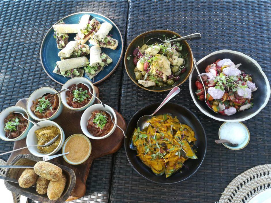 Déjeuner frais et succulent au Dulini River Lodge