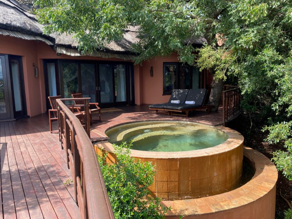 Erfrischungspool in einer der Thanda Safari Lodge Suiten