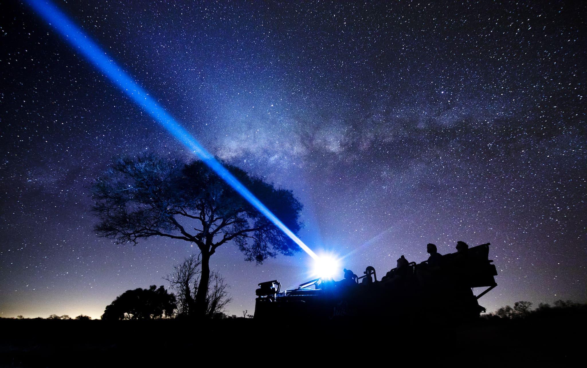 Safari nocturno con vista a las estrellas en Silvan Safari